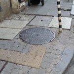 """Тротоар с нови плочки на ъгъла на улица """"Гладстон"""" и """"Христо Белчев"""""""
